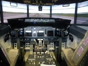 Cockpit der Boeing 737 am Stand von FSC