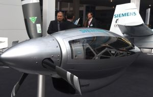 Foyer West: SIEMENS, HEMEP Projekt Hybrid electric multi engine plane